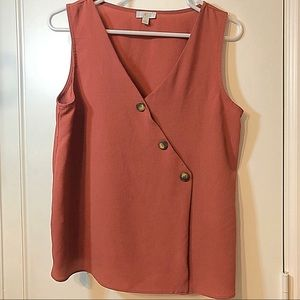 Sleeveless blouse with tortoise Buttons